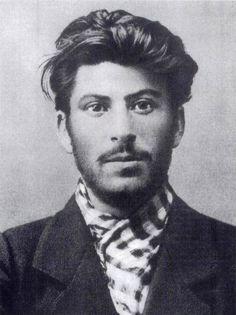 Joseph Staline – Ancien dirigeant de l'Union soviétique | 21 photos de dirigeants du monde lorsqu'ils étaient jeunes