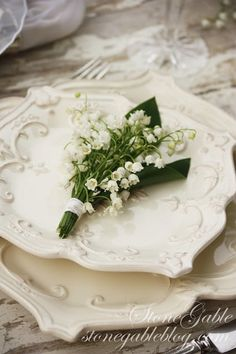 Lily of the Valley Cottage Shade Loving Flowers, Beautiful Table Settings, White Dishes, White Cottage, Deco Table, Lily Of The Valley, Decoration Table, Tablescapes, Flower Arrangements