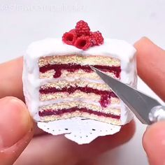 Good Morning Quotes Discover Miniature Raspberry Cake This mini cake is just amazing Credit: Polymer Clay Cake, Polymer Clay Miniatures, Polymer Clay Crafts, Diy Clay, Resin Crafts, Fimo Kawaii, Polymer Clay Kawaii, Miniature Crafts, Miniature Food