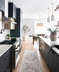 Best Modern kitchens: 10 Ideas For You to be Inspired by Decor . Find ideas for Kitchen with many of inspiring photos from design professionals. Home Decor Kitchen, Kitchen Interior, New Kitchen, Home Kitchens, Kitchen Dining, Kitchen Ideas, Modern Kitchens, Gally Kitchen, Open Galley Kitchen