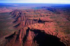 Writer Ben Lerwill finds Kings Canyon, Australia is an exceptional alternative to climbing the controversial Uluru (Ayers Rock). Western Australia, Australia Travel, Visit Australia, Tasmania, Outback Australia, Las Vegas, Drag, Grand Canyon, Slot Canyon