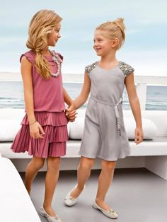 good example of good and bad dress cuts for this age child: the dress on the right is so wrong: its clingy fabric and ultra simple lines show off too much of the child's body Little Girl Fashion, Little Girl Dresses, Teen Fashion, Girls Dresses, Liu Jo, Cute Young Girl, Cute Girls, Sweet Girls, Kids Outfits