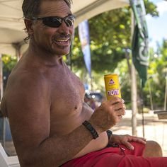 We had so much fun talking story under the shade with this very laid back ginger drinker  #dukesoceanfest #doeverythingwithlove #ginger #turmeric #organic #hawaiian #nonijuice #noni #hawaiianola #surf #waikiki #oahu