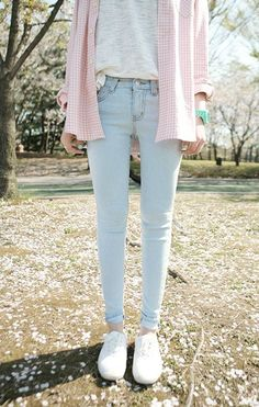 ADORABLE for spring. Light wash jeans and white keds