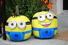 How cute (and simple) are these little Minion pumpkins!