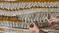 How to Create texture in a Macramé Weave using Sinna Knot By Mini Swells A fun way to add a bit more texture to your art work. For more inspiration or fiber art supplies check out our shop.
