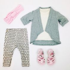 Hello Monday! #ootd featuring the capelet #mmbestbasics #bookhouforminimioche snug pant, mm headband and #saltwatersandals