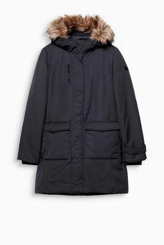 Winterfest, sportiv und zeitlos: taillierter Mantel mit hochwertiger Wattierung und edler Webfell-Kapuze.
