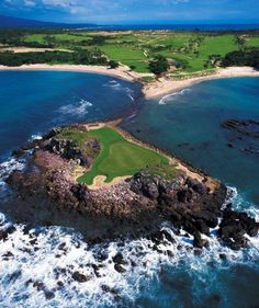 At the 18-hole Jack Nicklaus course at the Four Seasons Resort in Punta Mita, one hole is on an island 200 yards offshore ♠  re-pinned by  http://www.countryclubsinflorida.com/
