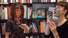 Os funcionários de uma livraria em Paris enxergam a similaridade entre os livros e cenas do cotidiano, e usam o seu tempo livre para criar arte.