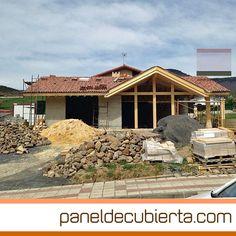 Ejecución de cubierta de estructura y panel de madera para vivienda unifamiliar