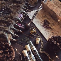 """Polubienia: 1,186, komentarze: 146 – hi, i'm tes ♡ (@paperbackbones) na Instagramie: """"QOTD: Pick a HP character and tell me a book they'd have on their shelves! ⚯͛ I'm the Remus of my…"""""""