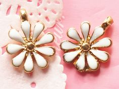 4 Pcs White Daisy Golden Metal Accessory Charms Charm Pendant Jewelry Making Bracelet Necklace #A2062
