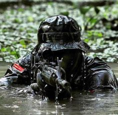 Soldiers from the Indonesian Army Infantry Division Kostrad. Military Police, Military Art, Usmc, Indian Army Special Forces, Army Wallpaper, Special Ops, Cow Girl, Military Pictures, Navy Seals