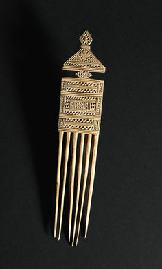 Peigne éthiopien en bois - Bois gravé - Comb from Ethiopia - Carved wood