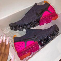 df78fd788d VaporMax Moc 2 🖤💖 #whatsurgirlwearing Nike Cipők, Nike Air Force, Lányka  Cipők