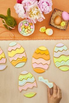 Egg Puzzle Cookies This one makes for a fun holiday game and a delicious treat in one — just cut egg-shaped sugar cookies to create the prettiest and most festive edible puzzles! Click through for more Easter cookie ideas! Carrot Cake Cookies, No Egg Cookies, Spritz Cookies, Cookies For Kids, Cute Cookies, Easter Cookies, Sugar Cookies, Easter Cookie Recipes, Spring Treats