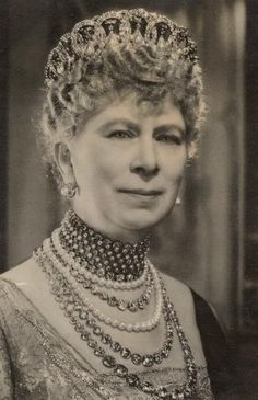 Queen Mary Princesa Victoria, Reine Victoria, Queen Victoria, Royal Crowns, Royal Tiaras, Tiaras And Crowns, Queen Mary, King Queen, Queen Elizabeth