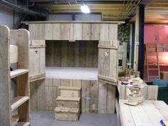Bedstee van oud of nieuw steigerhout gemaakt (1290300180BD)