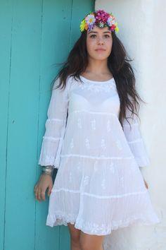 Weißen Boho Kleid mit schönen Hand-Stickerei von AUROBELLE auf Etsy