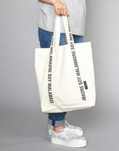 Diy Bag Designs, Pochette Diy, Diy Tote Bag, Bag Packaging, Fabric Bags, Shopper Bag, Printed Bags, Handmade Bags, Cotton Tote Bags