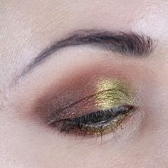 Do you love all the colors of Fall? Channel Autumn Vibes Makeup with my Devinah Paraluca Tutorial! Cruelty-free and vegan indie makeup. #duochrome #indiemakeup #devinah #hoodedeyes #makeuptutorial