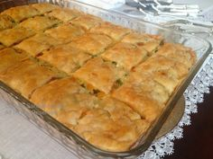 Lezzetli Sanatlar: MİLFÖYLÜ YUFKALI BÖREK Turkish Recipes, Ethnic Recipes, Spanakopita, Hot Dog Buns, Apple Pie, Tea Time, Bakery, Food And Drink, Cooking Recipes