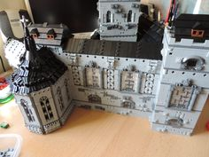 https://flic.kr/p/LKYxpV   WIP - Harbour   An updated shot of the castle building. And especially for Isaac and Stefan, a better view for the chapel. :) The building is getting close to the point of 'not-so-easy-to-lift-in-one-piece', so it's time to finish the base.