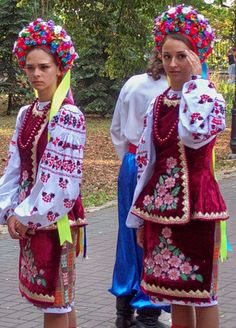 Украина национальная одежда и головные уборы.