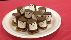 Penguin snack.... Cute and easy snack that kids will enjoy!! Made with marshmallows, melting chocolate, a pretzel on bottom, shredded carrot for the nose, and black icing gel for the eyes.