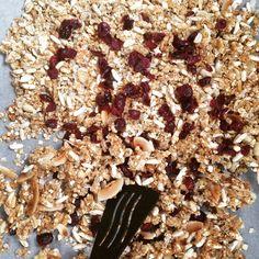 Házi granola - Szotyi művek Paleo Recipes, Snack Recipes, Snacks, Granola, Bread, Food, Tapas Food, Appetizer Recipes, Appetizers