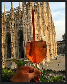 #milano #milan #spritz #aperol #drinks #drink #terrazzaaperol #terrazza #duomo #duomodimilano #happyhour #drinkstagram #cocktails #summertime #piazzaduomo