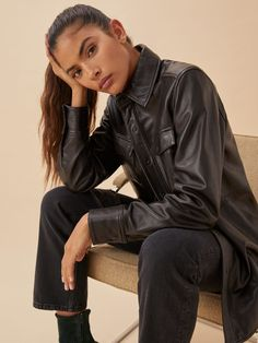 Stay warm out there. The Veda Shirt Jacket is relaxed fitting throughout and has functional center front buttons so you can wear it open or closed. Black Urban Fashion, High Fashion, Studio Poses, Cold Weather Fashion, All Black Outfit, Leather Blazer, Fall Sweaters, Oversized Shirt, Look Chic
