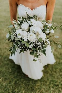 Greenery and bronze wedding trends White in white, also the bridal bouquet! Wedding bouquet in white! White Wedding Bouquets, Bride Bouquets, Floral Wedding, Wedding Dresses, Wedding White, Bridesmaid Bouquets, Bouquet Flowers, Wedding Bridal Bouquet, Gypsophila Bouquet