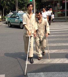 chinese-blind.jpg (1464×1668)You don't see adorable golden Labradors helping the blind find their way around the streets in China.  Although China has almost 1 in 5 of the world's blind people – around 5,000,000 – there are just 47 guide dogs.  Yep, that's over 100,000 people per pooch.  So how do those who can't see find their way around?