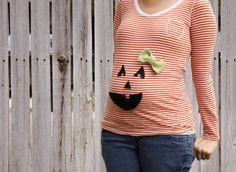 Jackson please do this. Grab an orange shirt (I like that she choose a striped orange one. It looks cuter than the regular orange ones I've seen) and add a felt pumpkin face. She added a cute lil bow since her baby pumpkin is a girl. Pregnancy Costumes, Pregnant Halloween Costumes, Up Costumes, Halloween Shirt, Costume Ideas, Maternity Halloween, Halloween 2016, Halloween Ideas, Happy Halloween