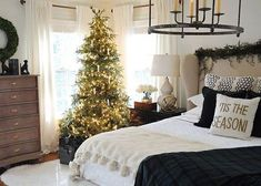 Luxurious Christmas Bedroom Decor Ideas 35