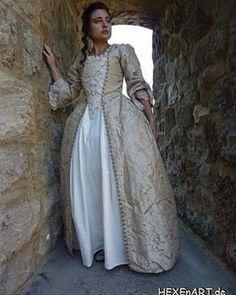 Elizabeth Swann POTC Cosplay #potc #cosplay #elizabethswanncosplay #piratesofthecaribbean #goldgown #rococo #rococogown