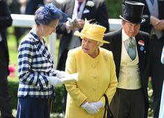 Queen Elizabeth II Photos Photos - Princess Anne, the Princess Royal and Queen Elizabeth II attend Royal Ascot 2017 at Ascot Racecourse on June 21, 2017 in Ascot, England. - Royal Ascot 2017 - Day 2