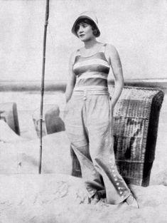 http://www.vintag.es/2016/07/these-50-vintage-photographs-of-women.html?utm_source=bloglovin.com