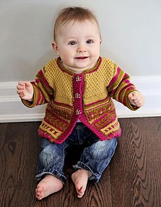 This adorable baby cardigan will keep you busy as a bee in the garden with stripes, a little color-stranding, textured seed stitches and a hem with a wrapped stitch. Double Knitting, Baby Knitting, Crochet Baby, Knit Crochet, Cute Kids, Cute Babies, Knitting Patterns, Crochet Patterns, Fingerless Mitts