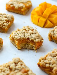 Fresh, sweet, juicy mangoes sandwiched between two layers of crumbly, buttery pastry. These Mango Crumb Bars are easy to make - the perfect dessert! Mango Dessert Recipes, Mango Recipes, Sweets Recipes, Just Desserts, Baking Recipes, Delicious Desserts, Cake Recipes, Yummy Food, Juicer Recipes