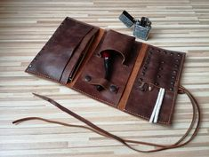 This genuine leather pouch is perfect to keep in order your pipe and accessories. There are no parts that can scratch your pipes. This pipe pouch t is made with Crazy Horse leather I stitch this leather roll by hand using the traditional saddle stitch technique known for its strength and