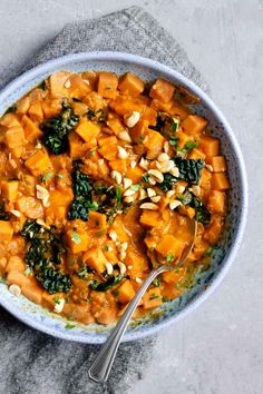 Low Unwanted Fat Cooking For Weightloss A Hearty Stew Inspired By The West African Dish Maafe. It's A Creamy, Nutty Stew Stuffed With Sweet Potato And Kale For A Healthy And Filling Meal Sweet Potato Curry, Sweet Potato Recipes, Soup Recipes, Vegetarian Recipes, Lunch Recipes, Peanut Curry, Curry Stew, Pumpkin Curry, Chickpea Stew