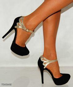 Mustat korkokengät kullanvärisillä yksityiskohdilla / Black high heels with golden details