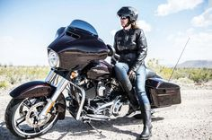Janice's current motorcycle, the Harley-Davidson Street Glide - Motos Mundo 2020 Harley Davidson Street Glide, 2014 Harley Davidson, Harley Davidson Touring, Harley Davidson Motorcycles, Street Glide Special, Biker T-shirts, Harley Bikes, Touring Bike, Illustration