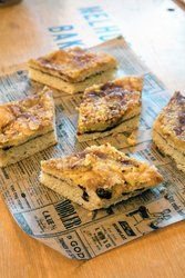 Tekake er en tradisjon som for det meste er knyttet til Trøndelag og Nordland. Denne oppskriften kommer fra Melhus Bakeri på Heimdal og dette er deres bestselger. Der i gården heter den thekake. Banana Bread, French Toast, Baking, Breakfast, Desserts, Food, Morning Coffee, Tailgate Desserts, Deserts