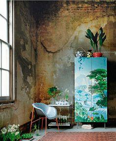 Pintura decorativa en muebles: armario con papel pintado