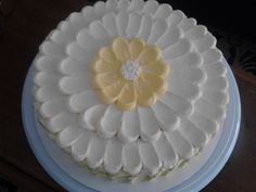 Beautiful and easy cake decorating! Create a flower with the frosting. Best Cake for birthday Easy Cake Decorating, Birthday Cake Decorating, Cake Decorating Techniques, Cake Icing, Buttercream Cake, Eat Cake, Cupcakes, Cupcake Cakes, Daisy Cakes