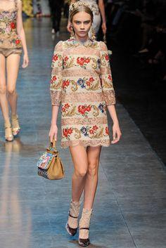 Cara Delevingne au défilé Dolce & Gabbana automne-hiver 2012-2013